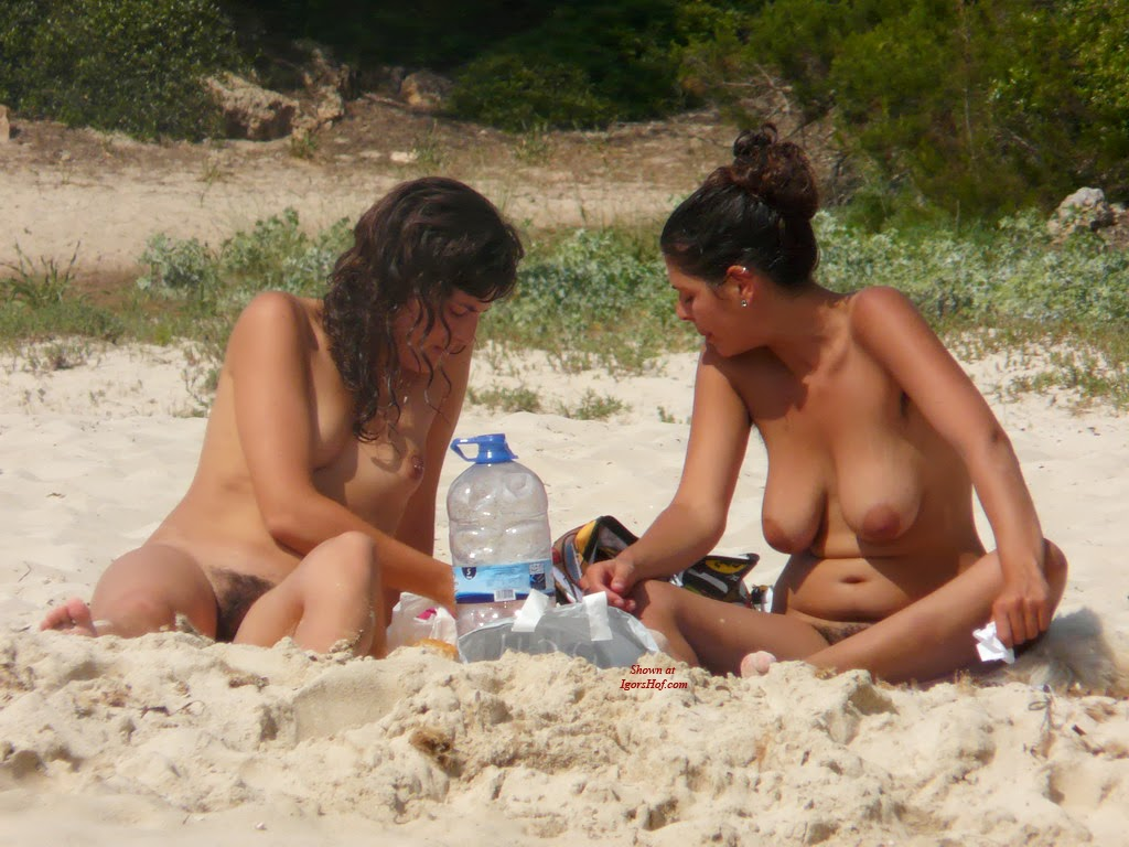 naked girls at beach